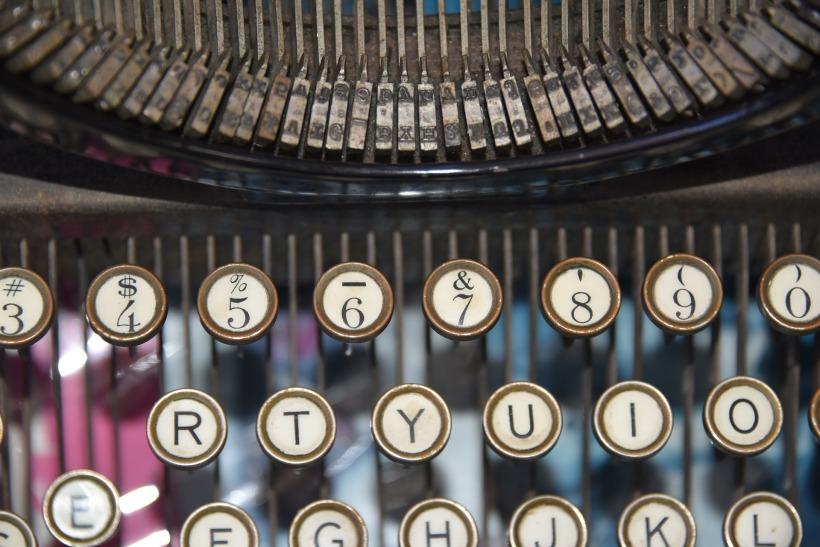typewriter-1108150_1920